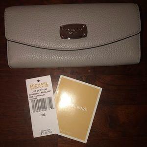 Michael Kors Jet Set Item Slim Flap Wallet